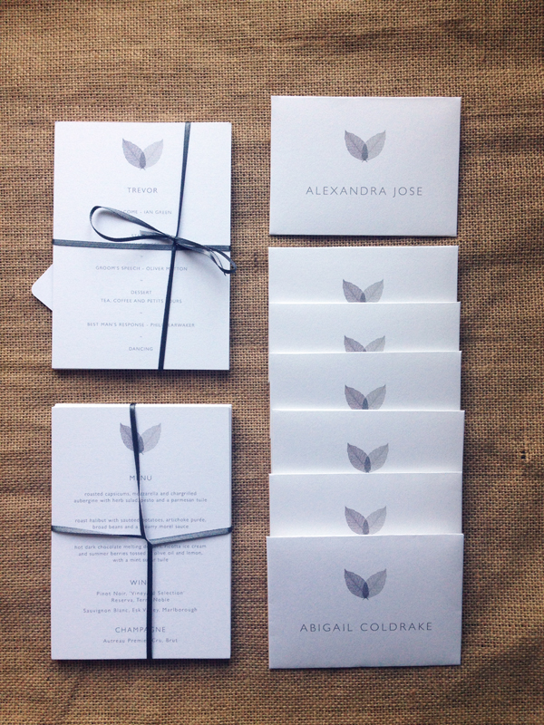 Leaves-dining-cards-and-place-names