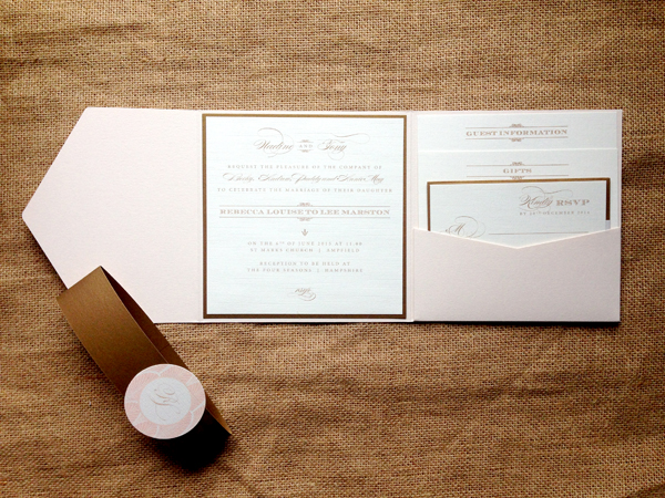 Deco-pocketfold-in-gold-and-blush